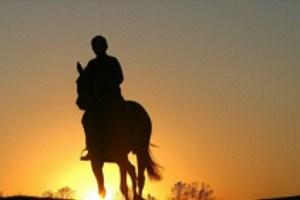 Samotny jeździec